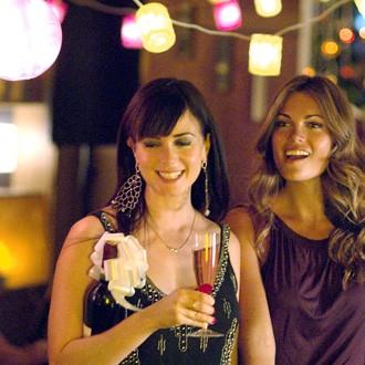 Mia Kirshner as Jenny and Kate French as Nikki (Season 5, episode 505) - Photo: Paul Michaud/Showtime - Photo ID: lword_505_0231